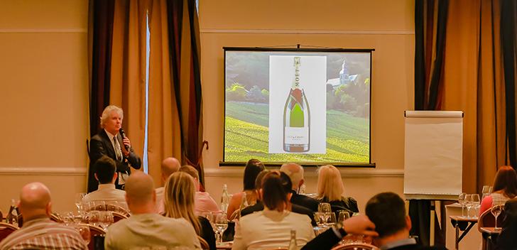 Varázslatos utazás Champagne-ba a világ egyik legelismertebb szakértőjével
