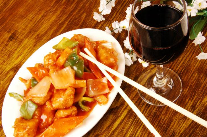 A magyar bor úgy viszonyul a kínai konyhához, mint a somlói pezsgő a savanyított csirkelábhoz