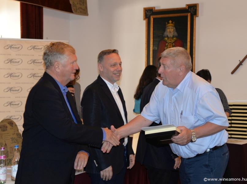 Magyar Bormustra: taroltak a villányiak